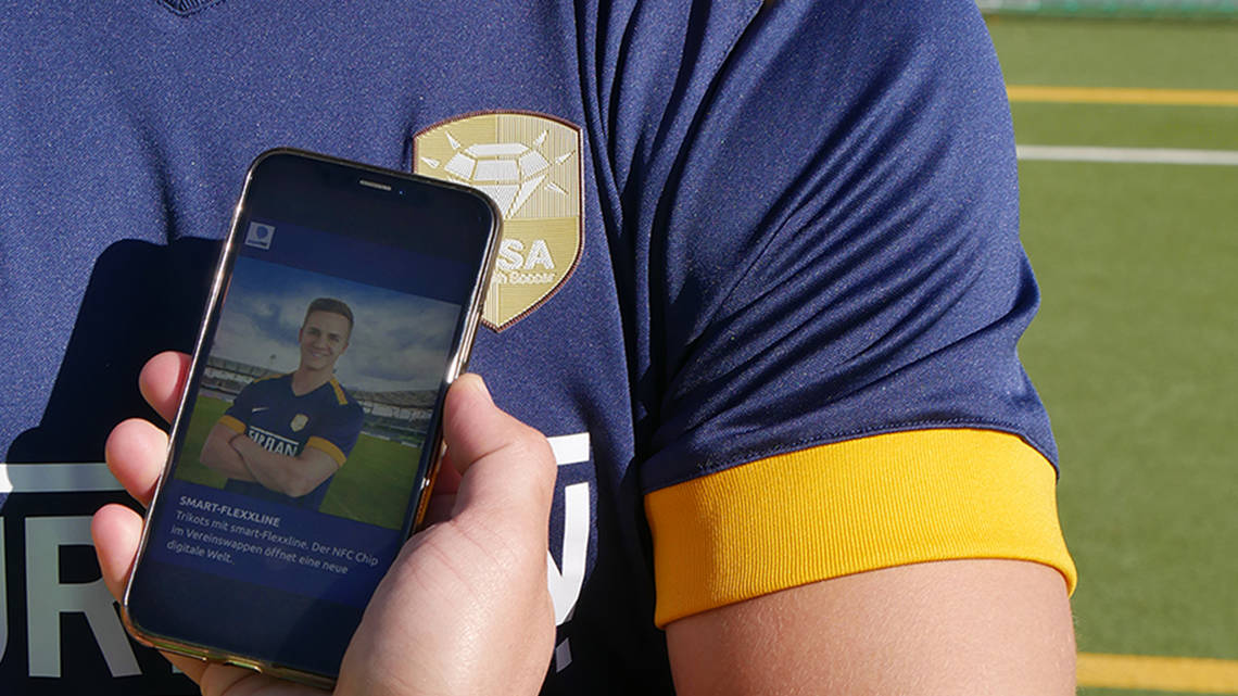 Digitales Sporttrikot mit integrierter NFC-Technologie | © smart-TEC GmbH & Co. KG